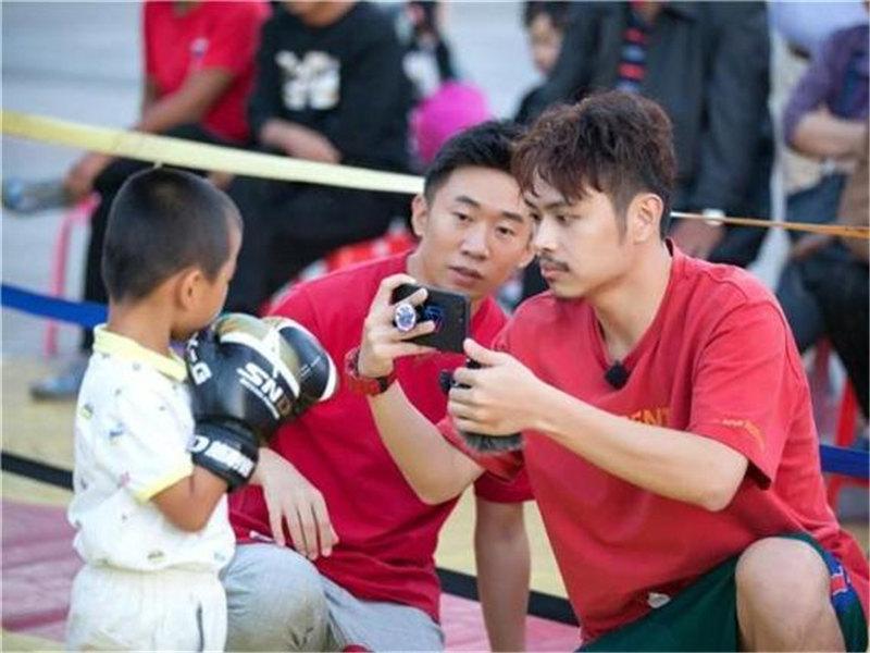 《快乐哆唻咪》杨迪天津拜师冠军 体验另类拳击赛