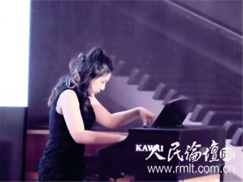 钢琴家李佳艺亮相天津KAWAI钢琴品鉴为观众带来视听盛宴