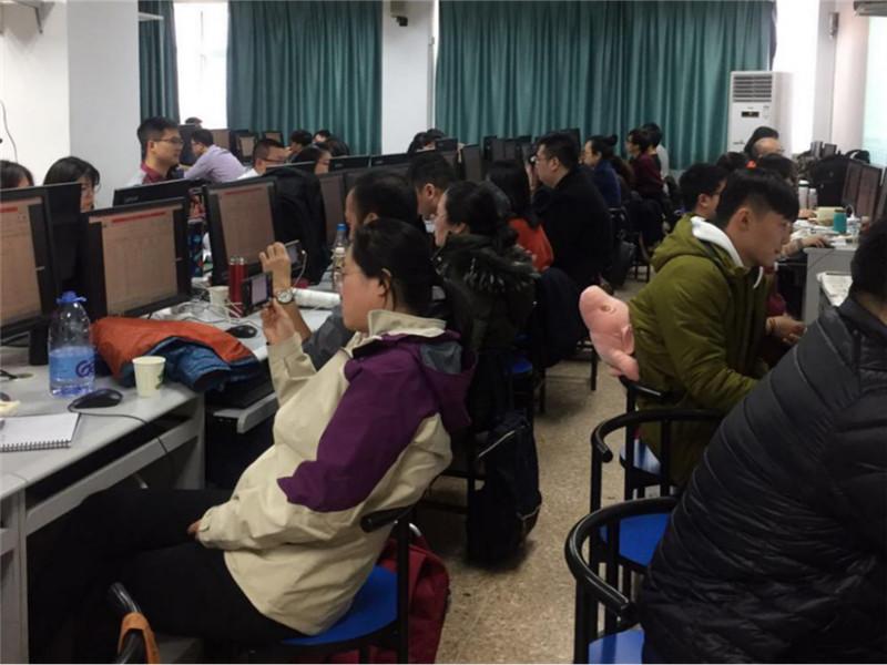 <b>加快数字天津建设培养核心数据分析人才</b>